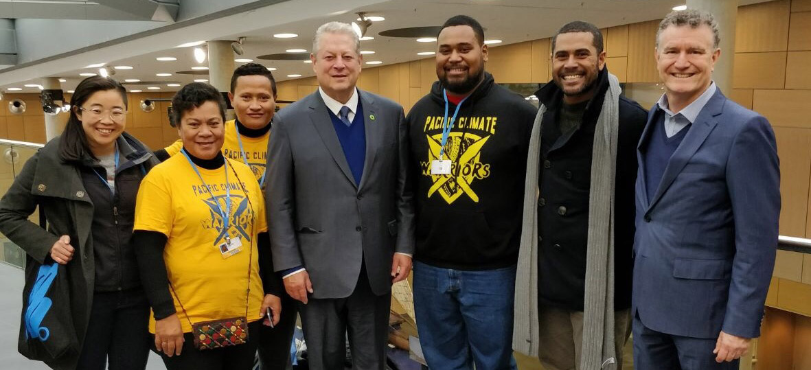 Linh Do (left) with Pacific Climate Warriors, the Hon Al Gore, and prof Don Henry (right)